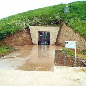 Свещарска гробница