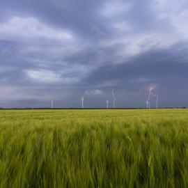 Бурята идва
